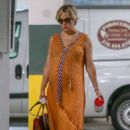 Kate Hudson in Maxi Dress – Shopping in Santa Monica