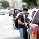 Robert Pattinson Out in LA (March 16, 2015 ) - 400 x 600