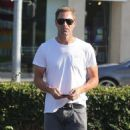 Aaron Eckhart spotted at Bristol Farms on Beverly Hills, California on August 5, 2016 - 454 x 517