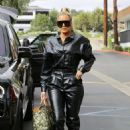 Khloe Kardashian – Goes out for lunch at Plata Taqueria and Cantina in Agoura Hills
