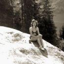 Eva Braun - 450 x 300