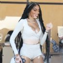 Winnie Harlow – With friends at Il Pastaio restaurant in Beverly Hills