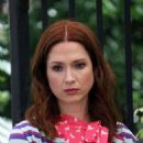 Ellie Kemper and Busy Philipps – Filming 'Unbreakable Kimmy Schmidt' in New York - 454 x 597