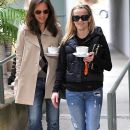 Reese Witherspoon Getting A Coffee With A Friend