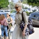 Gwen Stefani – Out in Studio City - 454 x 805