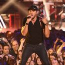 Luke Bryan-June 10, 2015-2015 CMT Music Awards - Show - 413 x 600