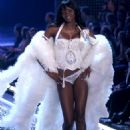 Oluchi Onweagba - Victoria's Secret Fashion Show, November 16 2006 - 454 x 646