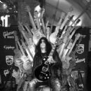 Slash  at the Las Vegas Convention Center on January 9, 2018 in Las Vegas, Nevada - 418 x 600