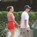 Jennifer Lopez & Casper Smart - 454 x 558