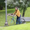 Katie Holmes – Filming 'The Gift' set in Montreal - 454 x 388