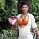 Teyana Taylor in Bikini on the beach in Miami - 454 x 1004