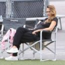 Jessica Alba and Cash Warren watching Haven's soccer game in Westwood  (September 17, 2017) - 454 x 302