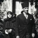 Latife Usakligil