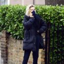 Vanessa Kirby – with her parents checking out Georgian style 3 story house in North London - 454 x 590