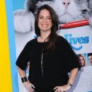 Holly Marie Combs- Premiere of EuropaCorp's 'Nine Lives' - Arrivals - 454 x 541