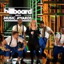 Kelly Clarkson At The 2019 Billboard Music Awards - 454 x 303