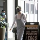 Margot Robbie and husband Tom Ackerley – Shopping in Los Angeles