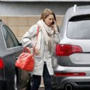 Jessica Alba: do some shopping in West Hollywood