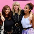 Taylor Swift – Visits her 'Lover' mural installation in NY - 454 x 616