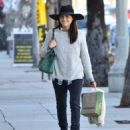 Selma Blair is seen out shopping for groceries in Studio City, California on January 21, 2017 - 454 x 538
