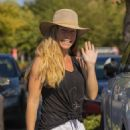 Kendra Wilkinson – Shopping candids in Los Angeles - 454 x 681
