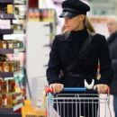 Michelle Hunziker – Shopping at the supermarket in Milan - 454 x 635