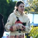 Shailene Woodley: Holiday Bargain Shopper