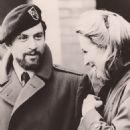 Meryl Streep and Robert De Niro in The Deer Hunter (1977) - 454 x 554