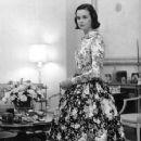 Gloria Vanderbilt - 242 x 350