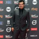 John Leguizamo- Platino Awards 2017- Red Carpet - 402 x 600