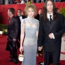 Kate Hudson and Chris Robinson At The 73rd Annual Academy Awards (March 25, 2001 at the Shrine Auditorium in Los Angeles) - Arrivals - 450 x 659