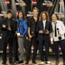 Metallica pose in the press room during the 24th Annual Rock and Roll Hall of Fame Induction Ceremony at Public Hall on April 4, 2009 in Cleveland - 454 x 329