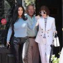Kim Kardashian – Leaves Italian restaurants in Calabasas - 454 x 680