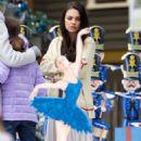 Mila Kunis – Filming 'A Bad Moms Christmas' set in Atlanta - 454 x 736