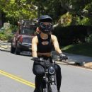 Amelia Hamlin – Takes a ride on her electronic bike in Beverly Hills - 454 x 681
