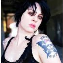 Brody Dalle - 395 x 500