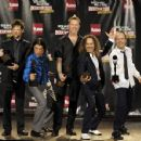Metallica pose in the press room during the 24th Annual Rock and Roll Hall of Fame Induction Ceremony at Public Hall on April 4, 2009 in Cleveland, Ohio - 454 x 351