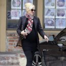 Gwen Stefani hides her growing baby bump under a black blazer while stopping to get Acupuncture in Los Angeles, California on December 18, 2013 - 415 x 594