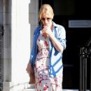 Kylie Minogue at medical imaging centre in London - 454 x 779