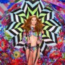 Alexina Graham – 2018 Victoria's Secret Fashion Show Runway in NY - 454 x 671