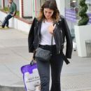 Mandy Moore went to a pillow store in Brentwood - 454 x 627