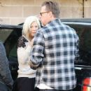 Tori Spelling and Dean McDermott stop by Gelson's Market for some coffee and some fruit in Encino, California on December 29, 2014 - 454 x 582