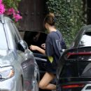 Kendall Jenner – Has a little impromptu skate party in Los Angeles