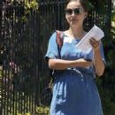 Natalie Portman: running errands in Los Angeles