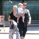 Pink out in Malibu with Carey Hart and Willow (August 9) - 454 x 577