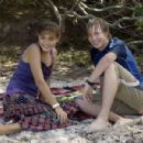 Angus McLaren and Phoebe Tonkin - 425 x 300
