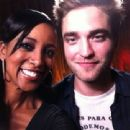 Shaun Robinson from Access Hollywood Interviews Robert Pattinson - 454 x 340