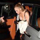 Jennifer Lopez – Arrives at Casa Tua Restaurant in Miami - 454 x 674
