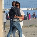 Katie Holmes and Jamie Foxx on the beach in Los Angeles - 454 x 568
