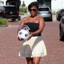 Nia Long – Playing ball in a parking lot in Malibu - 454 x 681